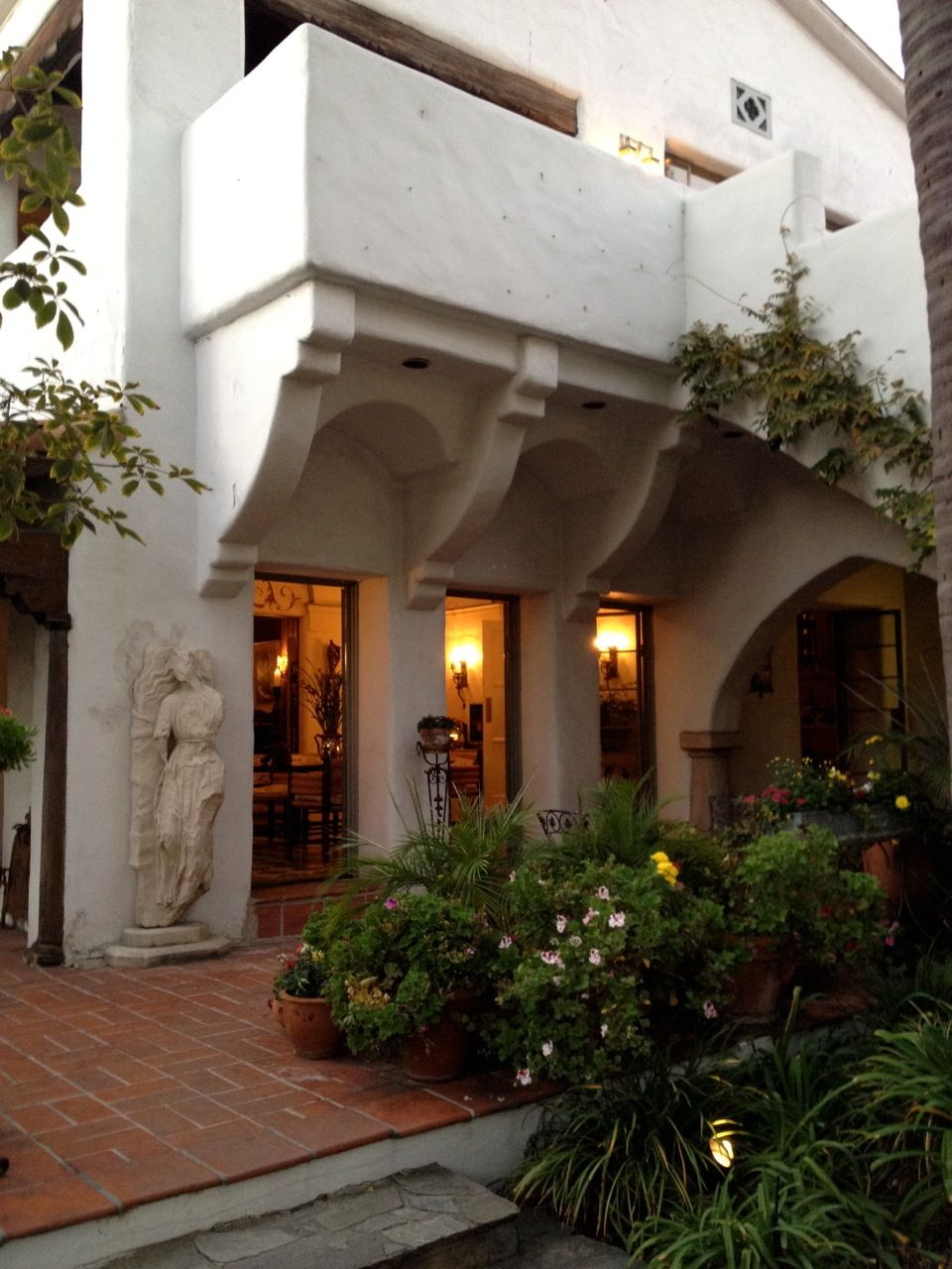 lovely sculpture Spanish style homes, Spanish colonial