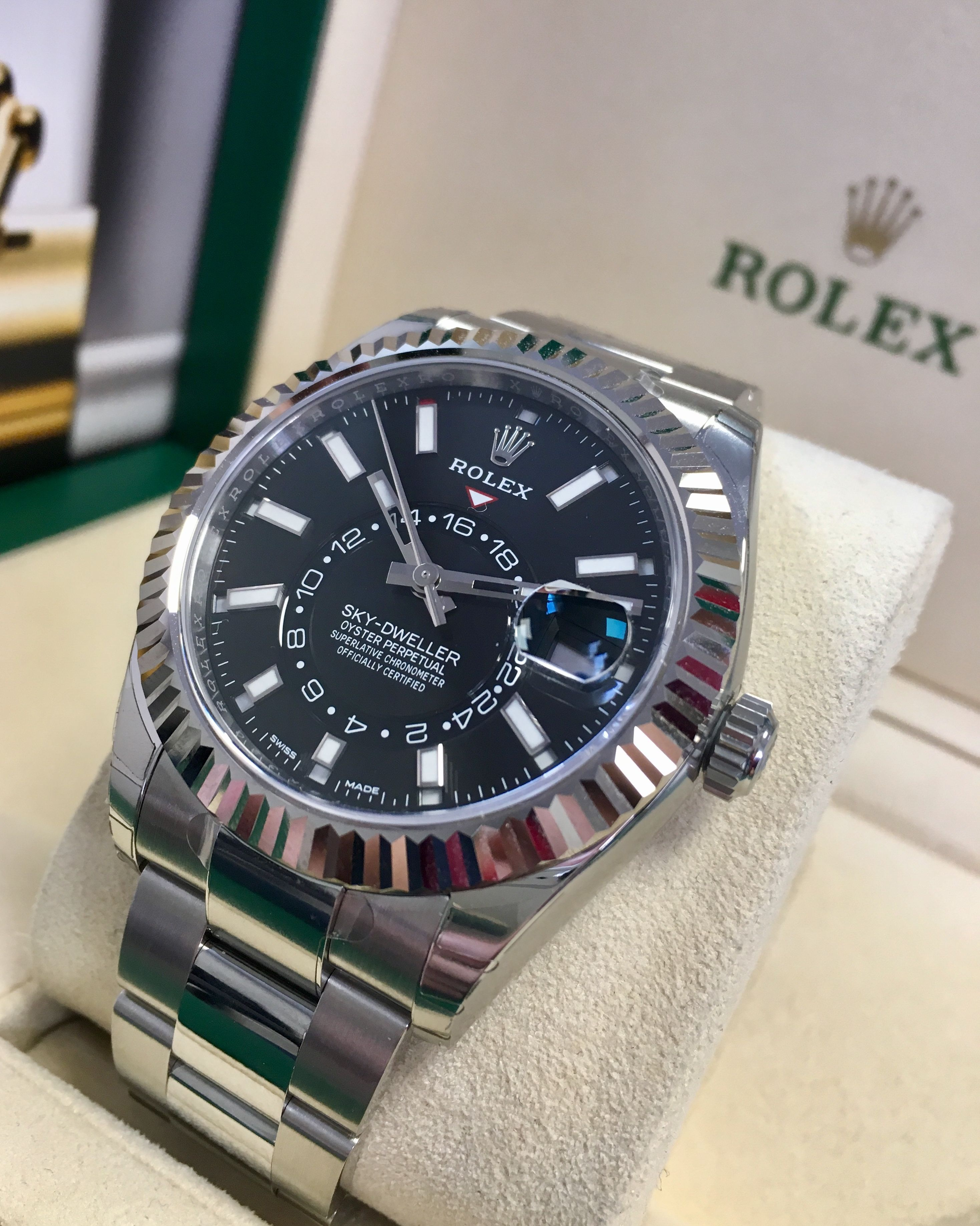 Rolex Sky Dweller Stainless Steel Black Dial 326934 Shop At Stylizio For Luxury Designer Handbags Rolex Watches Rolex Watches For Men Luxury Watches For Men