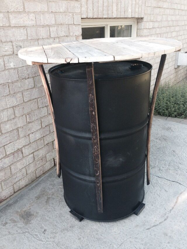 outdoor pub table with 34 round pallet top barrel staves on 55 gallon steel drum repurpose. Black Bedroom Furniture Sets. Home Design Ideas