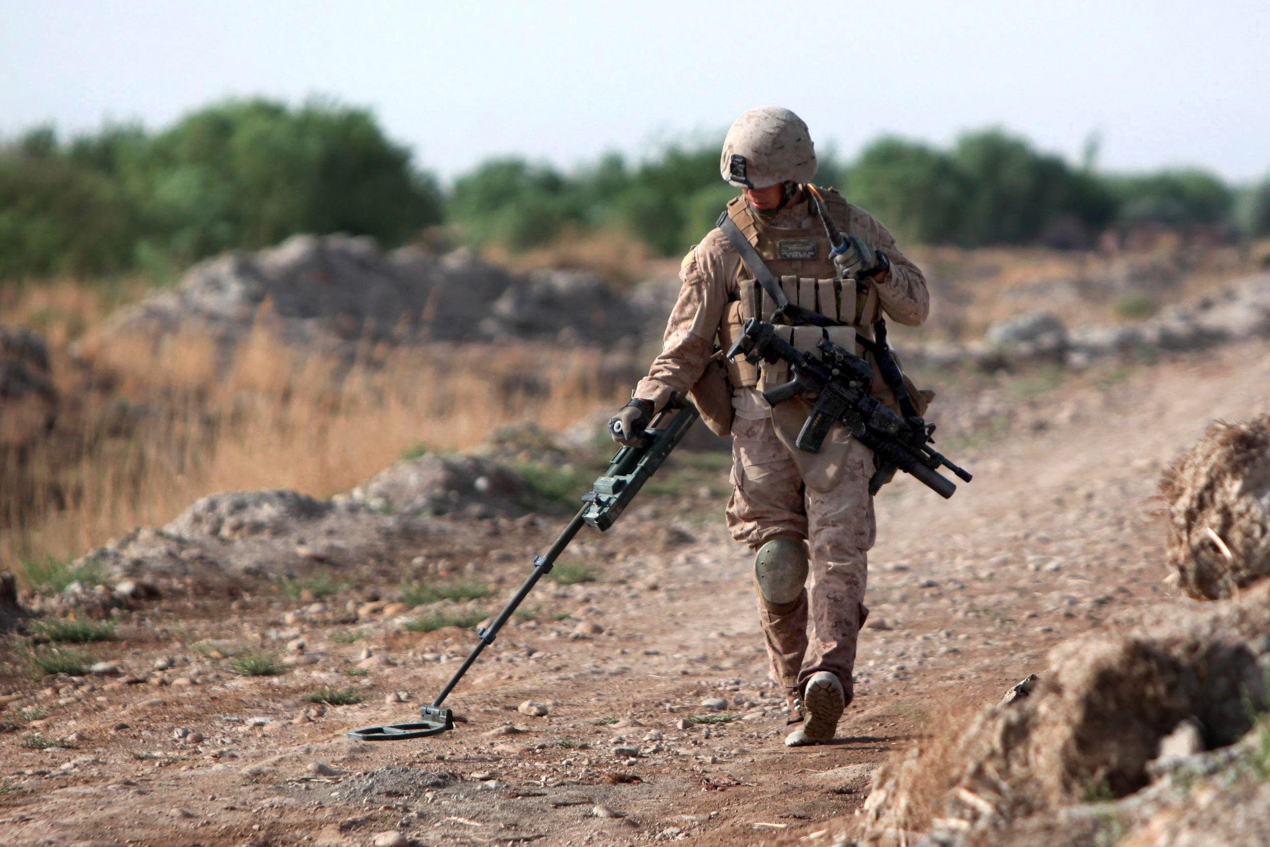Marine Corps Engineer sweeping | Campo minado | Pinterest | Marine ...