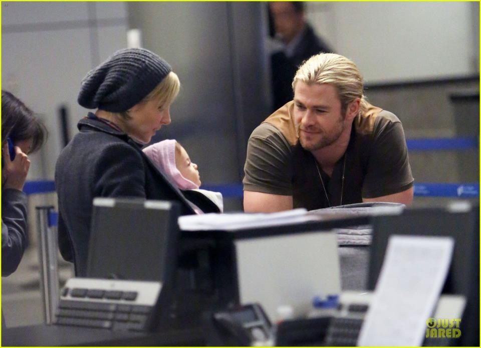 I absolutely love this picture! | Chris hemsworth, Chris ...