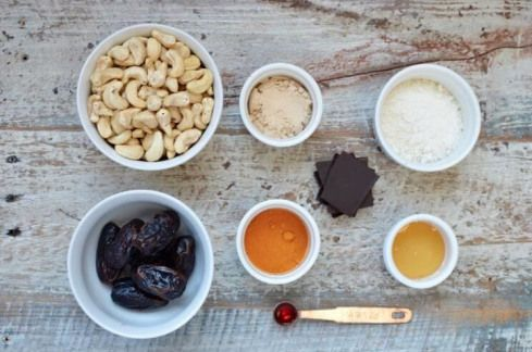 No-Bake Turmeric Protein Donuts #paleodessert #proteindonuts