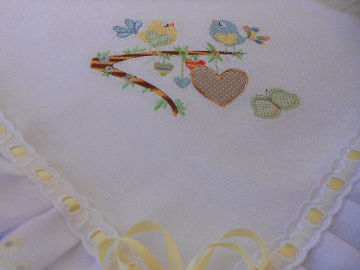 Mantinha de fralda personalizada com bordado a maquina (nome e desenho), lese e passa fita.