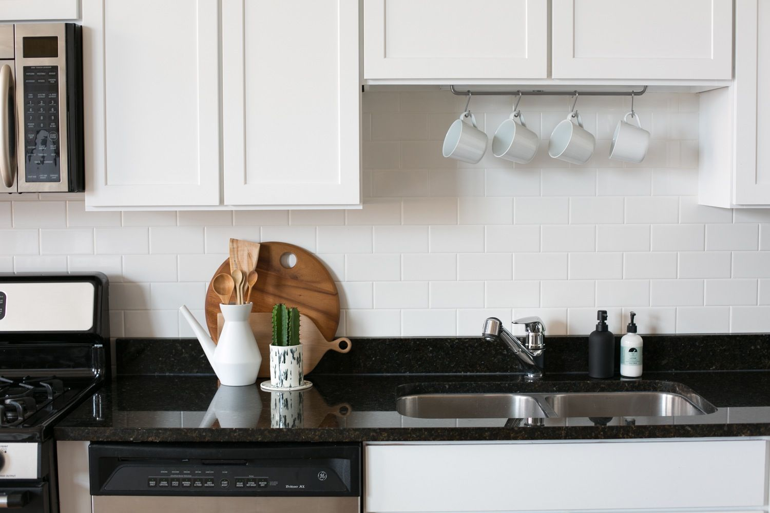 "The ""Must Clean"" Daily Routine: 5 Quick To-Dos to Keep Your Home Consistently Spic & Span"