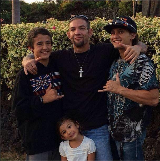 Leland chapman w his 3 children dakota cobie and leiah for Is dog the bounty hunter still married