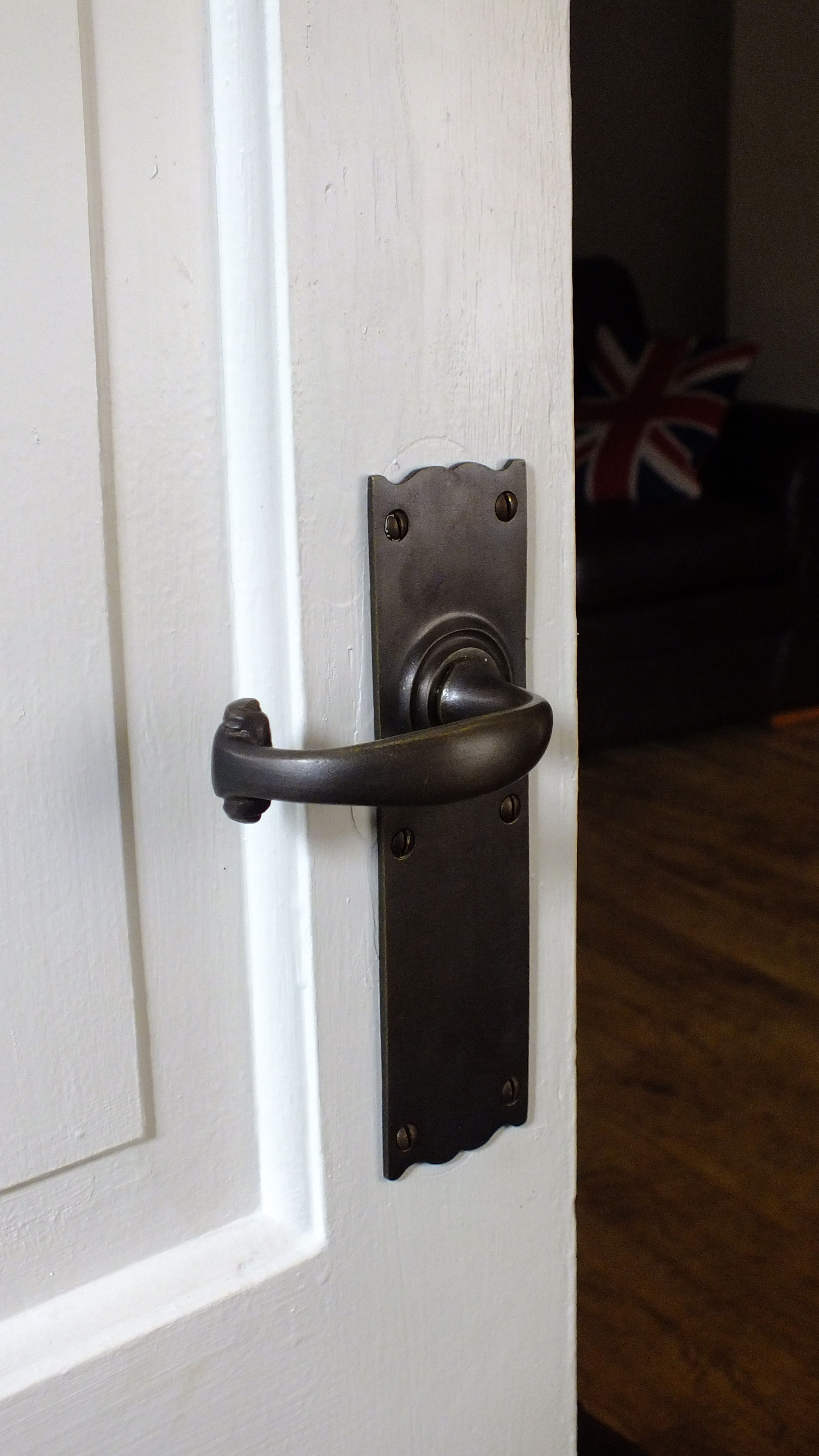 A 1920 S Style Door Handle In Distressed Antique Brass A Traditionally Cast Handle Made By Hand In Willenhall Uk Th Door Handles Door Handles Vintage Doors