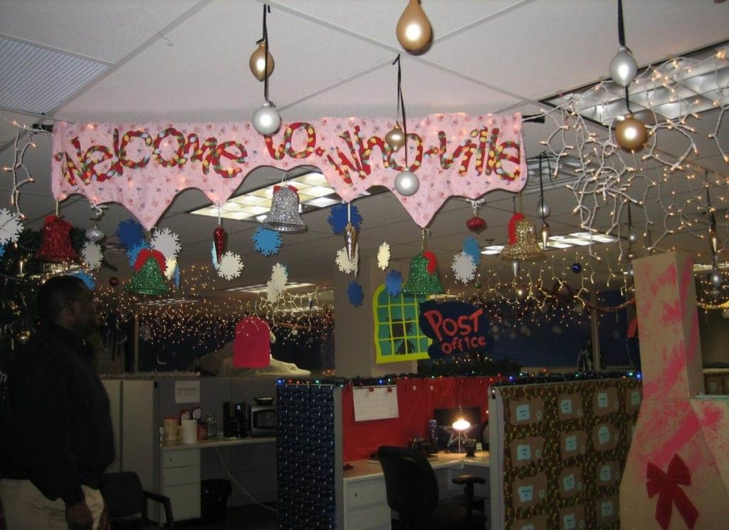 Whoville Office Decorations | Cubicle Christmas ...