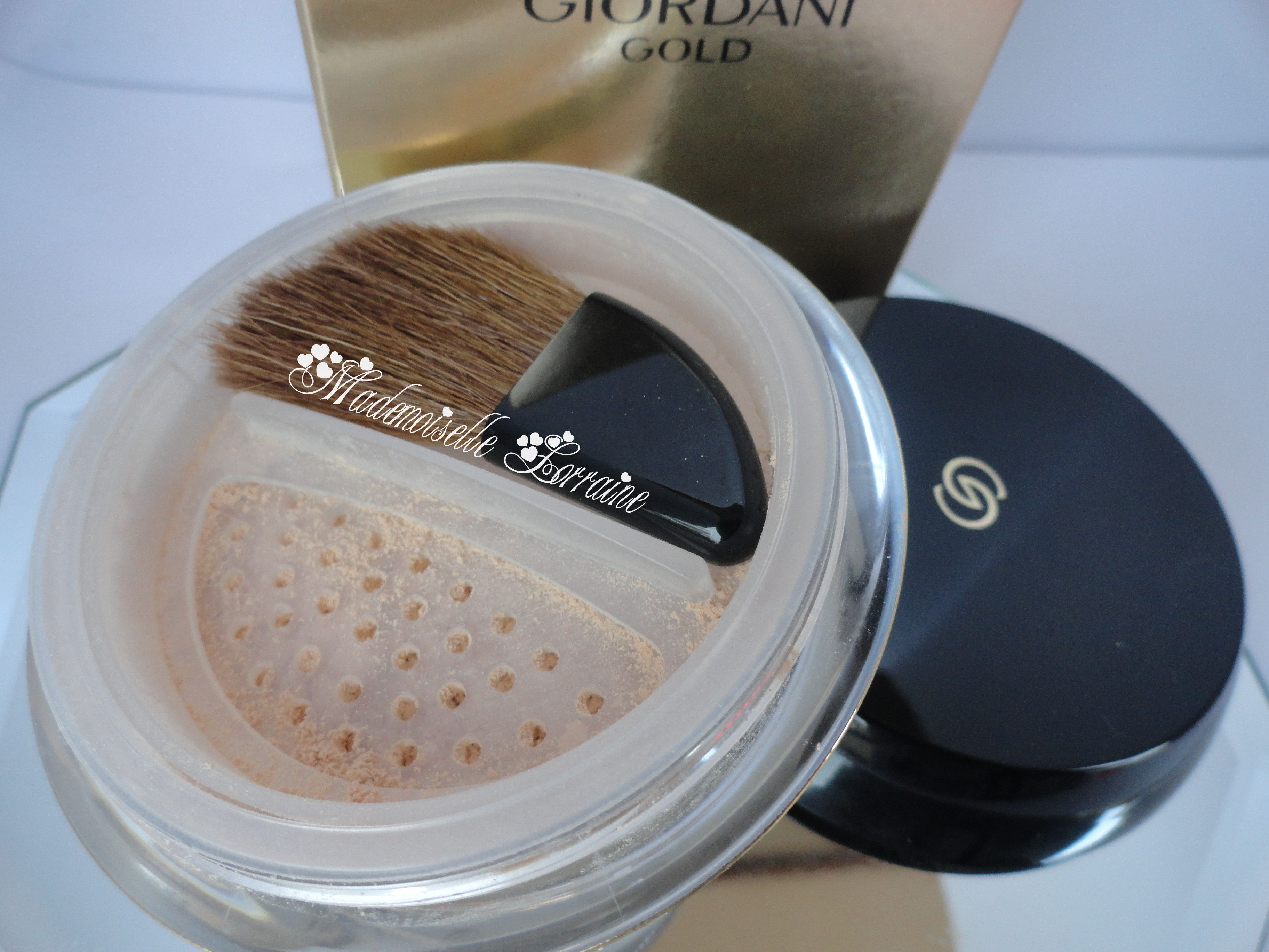 Review: Giordani Gold Invisible Touch Loose Powder