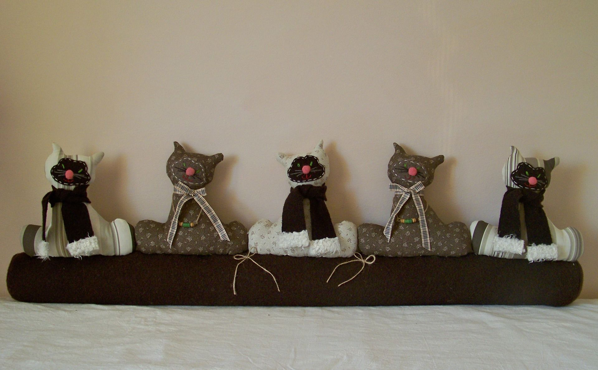 boudin de porte chat contre le froid ou en d coration sur fen tre canap lit accessoires. Black Bedroom Furniture Sets. Home Design Ideas
