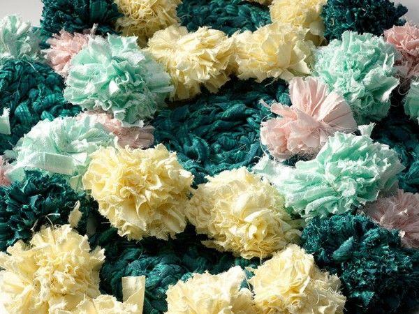 Pompöser Teppich aus Pom Poms