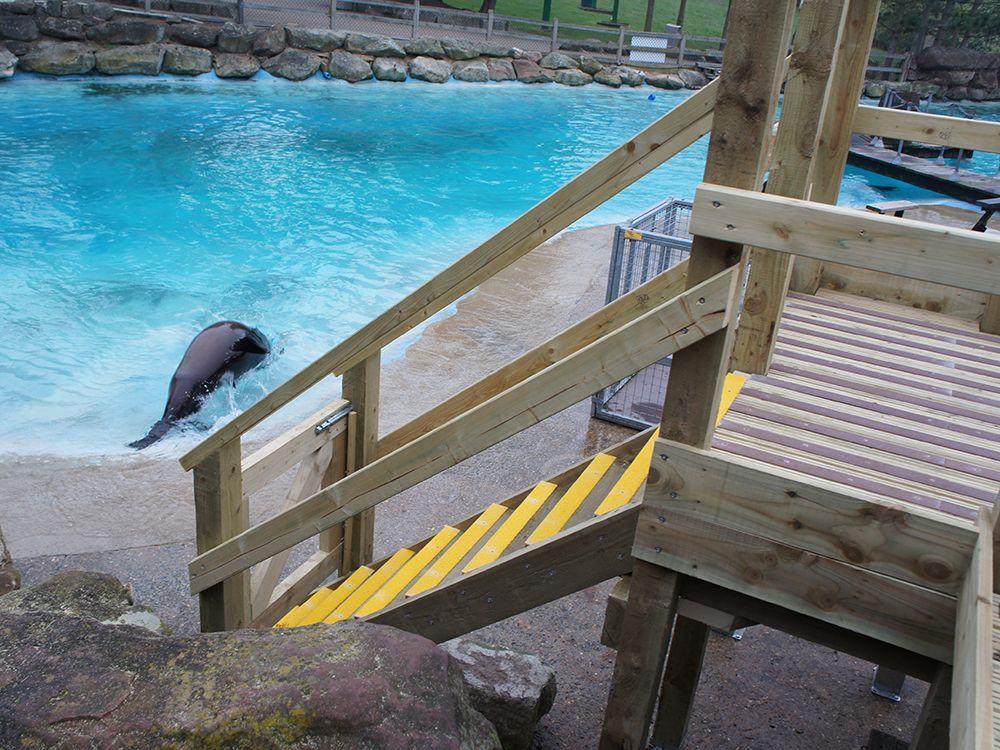 Best Non Slip Frp Decking Strips Deck Decking Area Yellow 400 x 300
