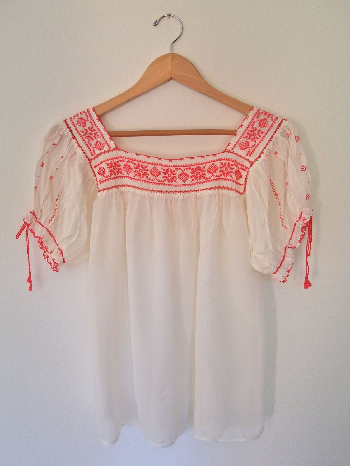 Mexican blouses plus size, Embroidered mexican peasant top, Mexican blouses  embroidered, Embroidered peasant