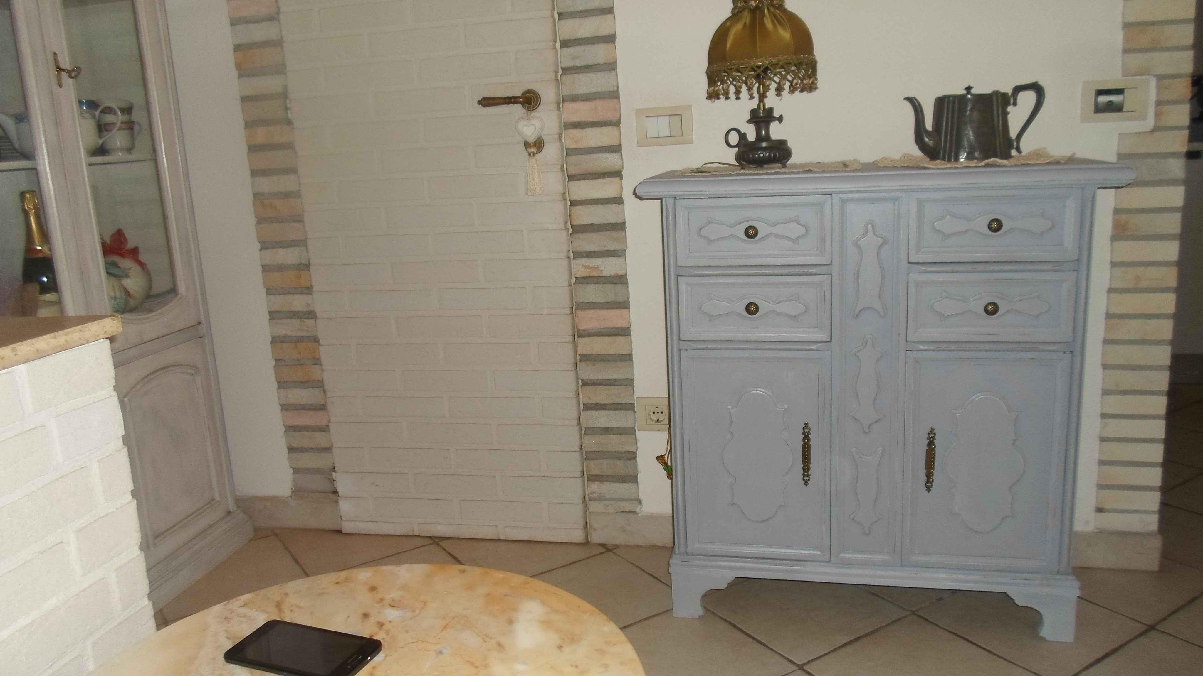 Credenza Con Decoupage : Decorare un mobile shabby con chalk paint fatta in casa