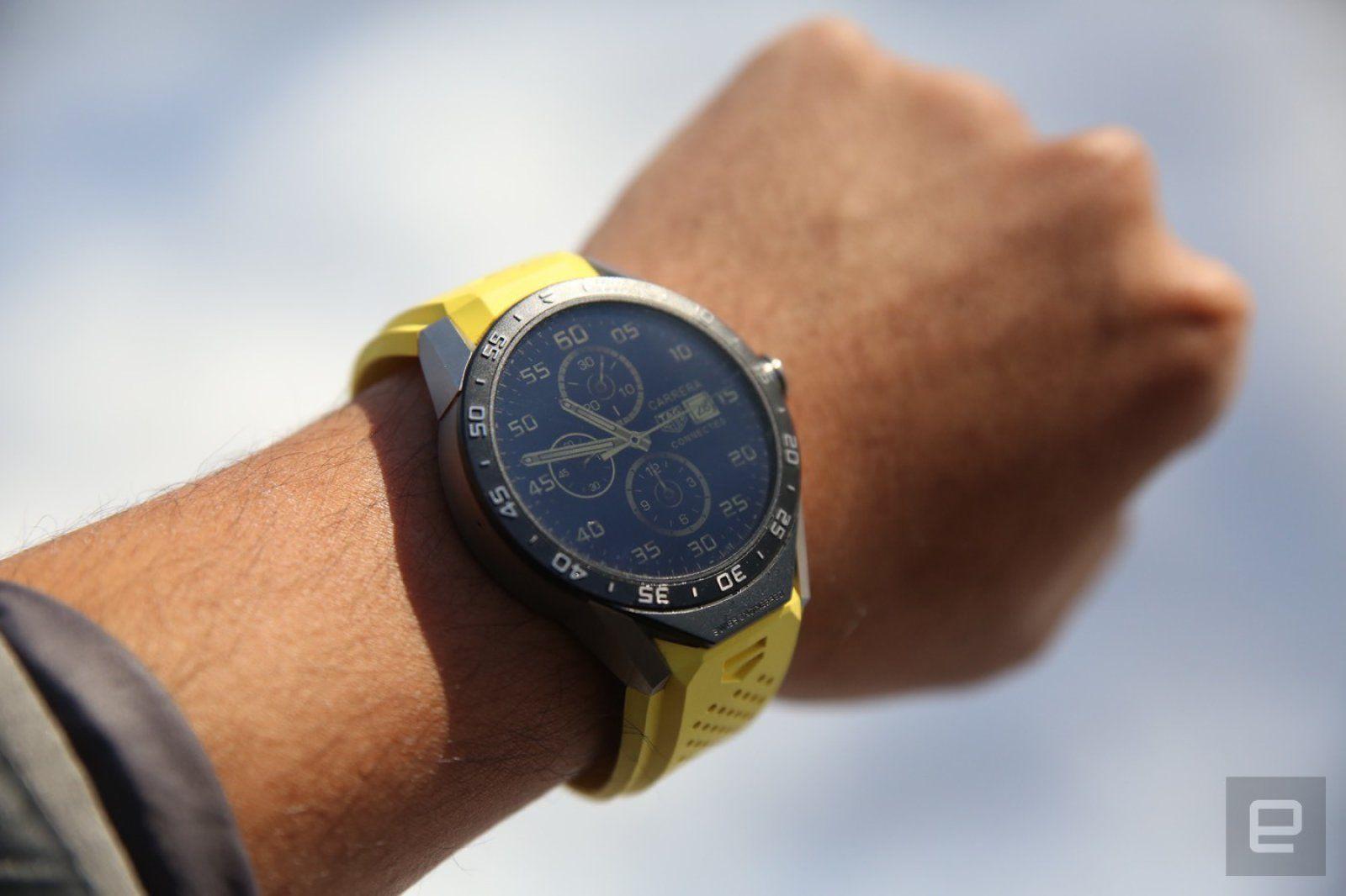 Смарт-часы tag heuer connected modular имеет модульную конструкцию корпуса диаметром 41 мм, выполненного из титана и керамики.