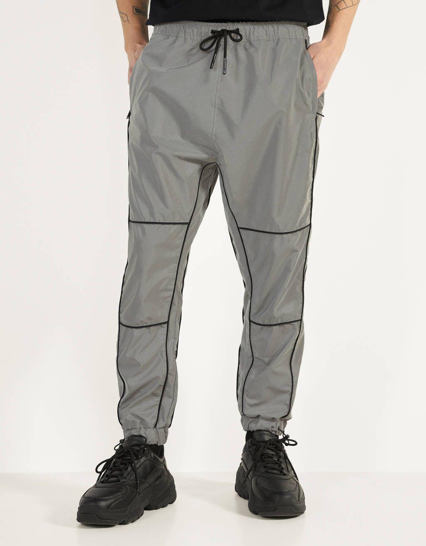 Pantalon Jogger Reflectante Descubre Esta Y Muchas Otras Prendas En Bershka Con Nuevos Productos Cada Semana Pantalones Bershka Pantalon Jogger Bershka