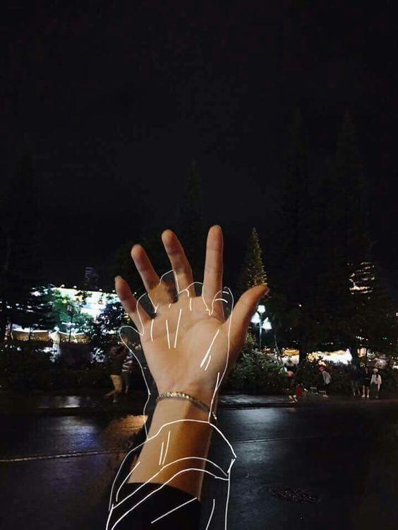 Elleri Ellerime Gözleri Gözlerime Saçları Saçlarıma Karışan Bir Sen