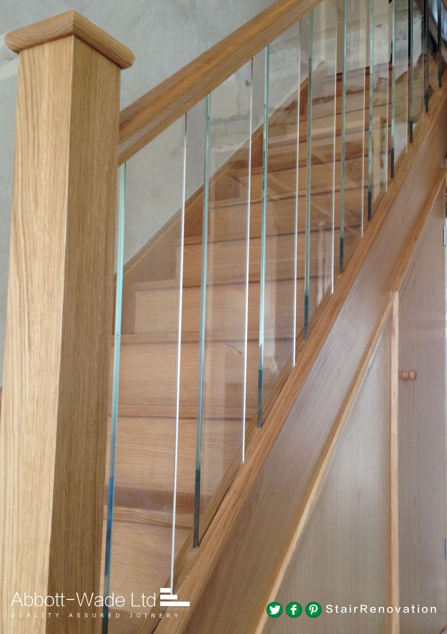 Best These Glass Spindles Show Off The Beautiful Oak Treads And 400 x 300