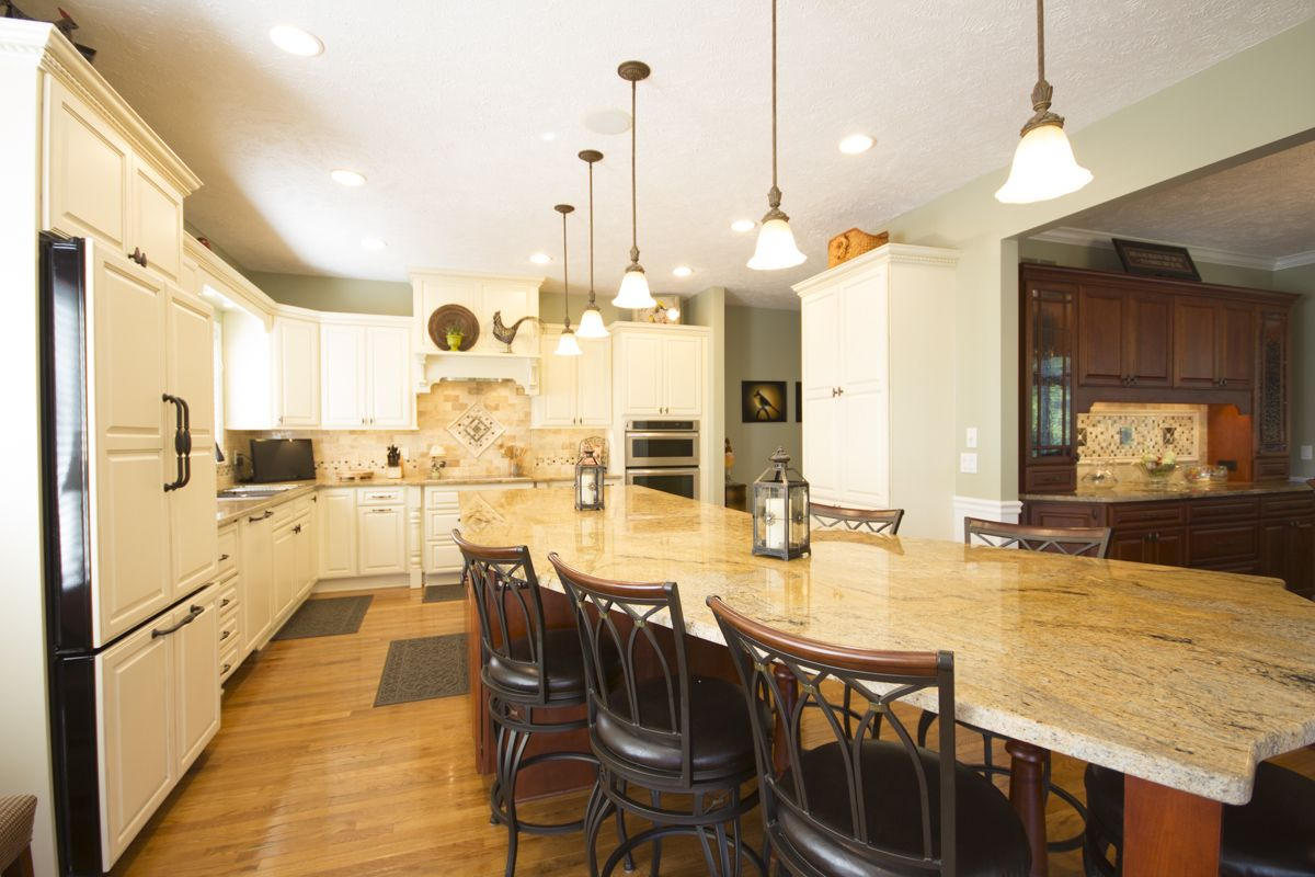 A kitchen remodel in Brighton, Michigan, made the most of ...