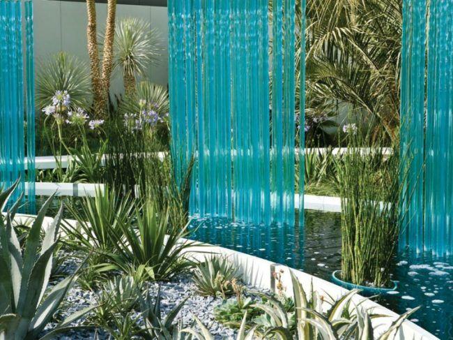 Wasserspiele-Garten-Gartenteich-dekorieren-Glas-Ideen