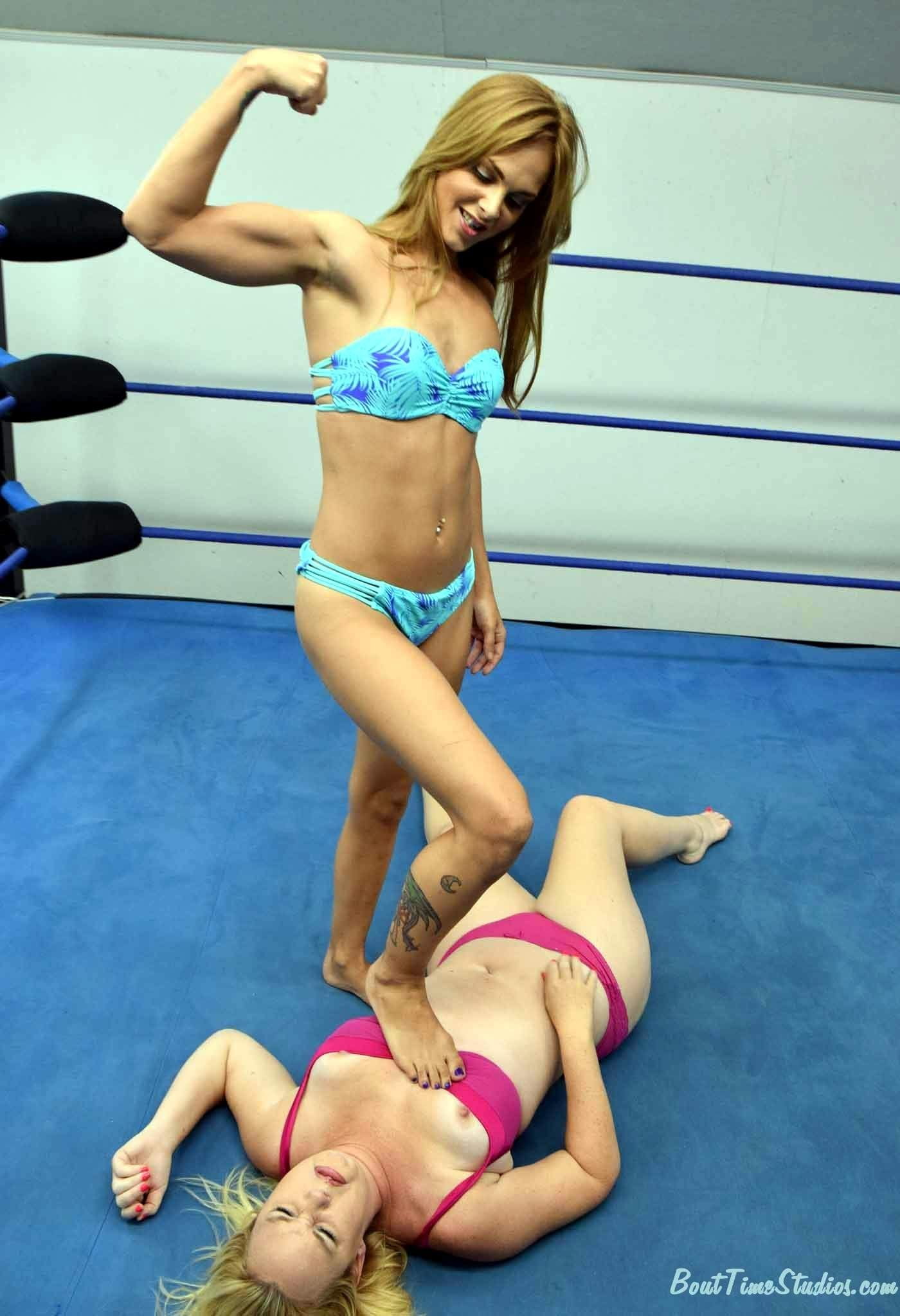 Pin By Blueberryshoe On Female Wrestling  Victory Pose -5251