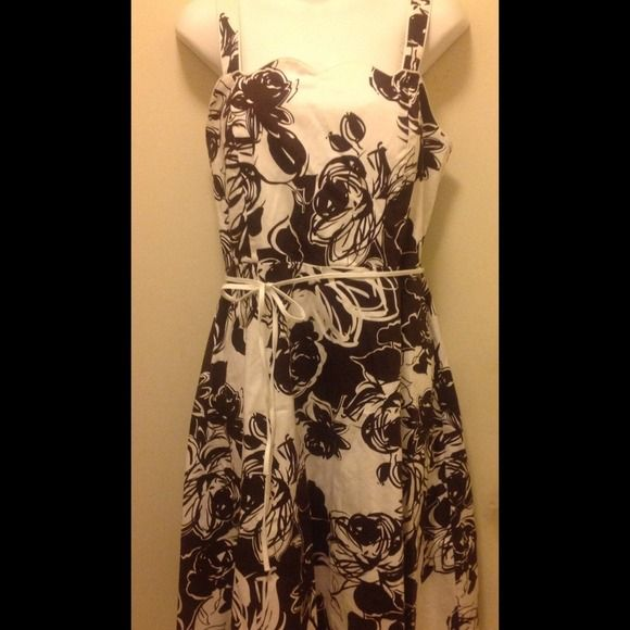 ❤️NWOT ❤️Madison Leigh printed dress Beautiful brown printed dress, gartered back, with 2-hole adjustable straps, white thin belt with belt loop, padded bra and scallop neckline Madison Leigh Dresses
