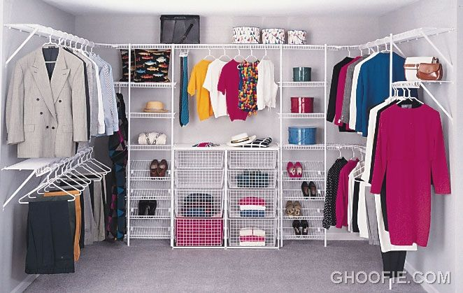 Minimalist Small Walk In Closet Design Ideas