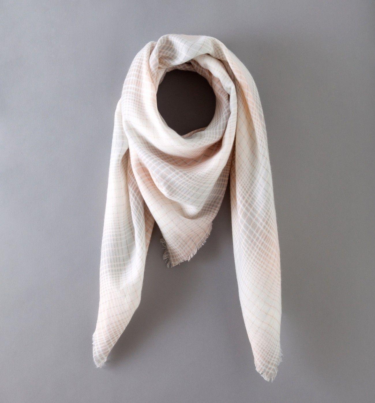 Les foulards, écharpes, chèches et étoles pour femmes sont sur la boutique  en ligne Promod   mode femme - Livraison et Retour gratuits en boutique. 41152a3be12