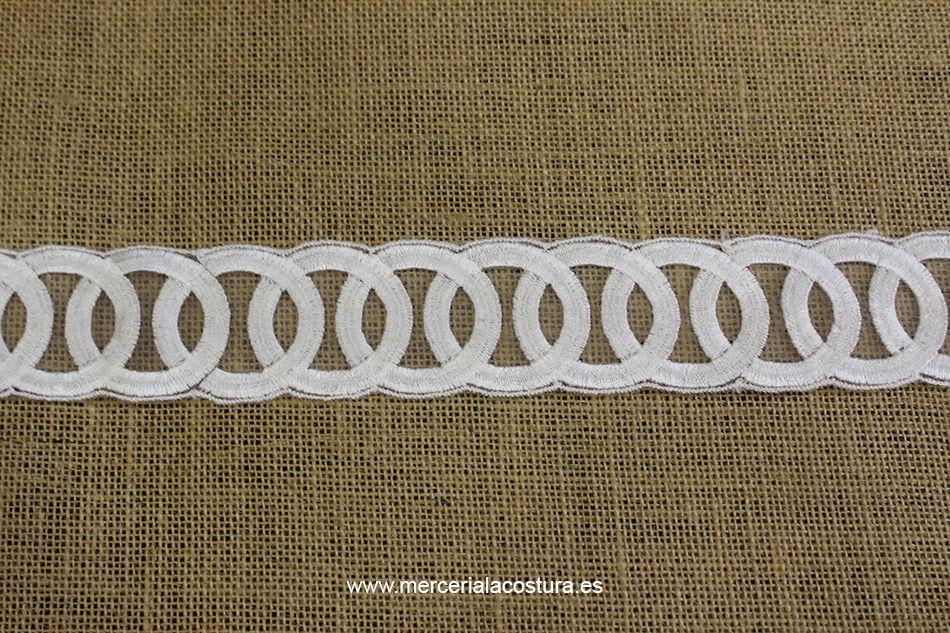 Pasamanería de tul bordada en blanco