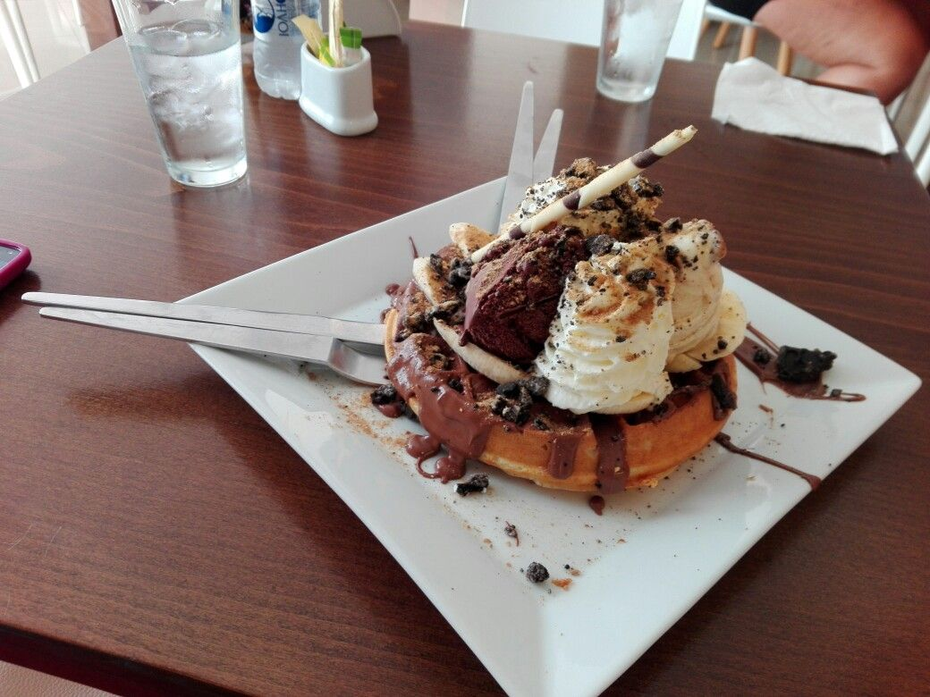 Yummy waffles w/ Nutella & Ice cream