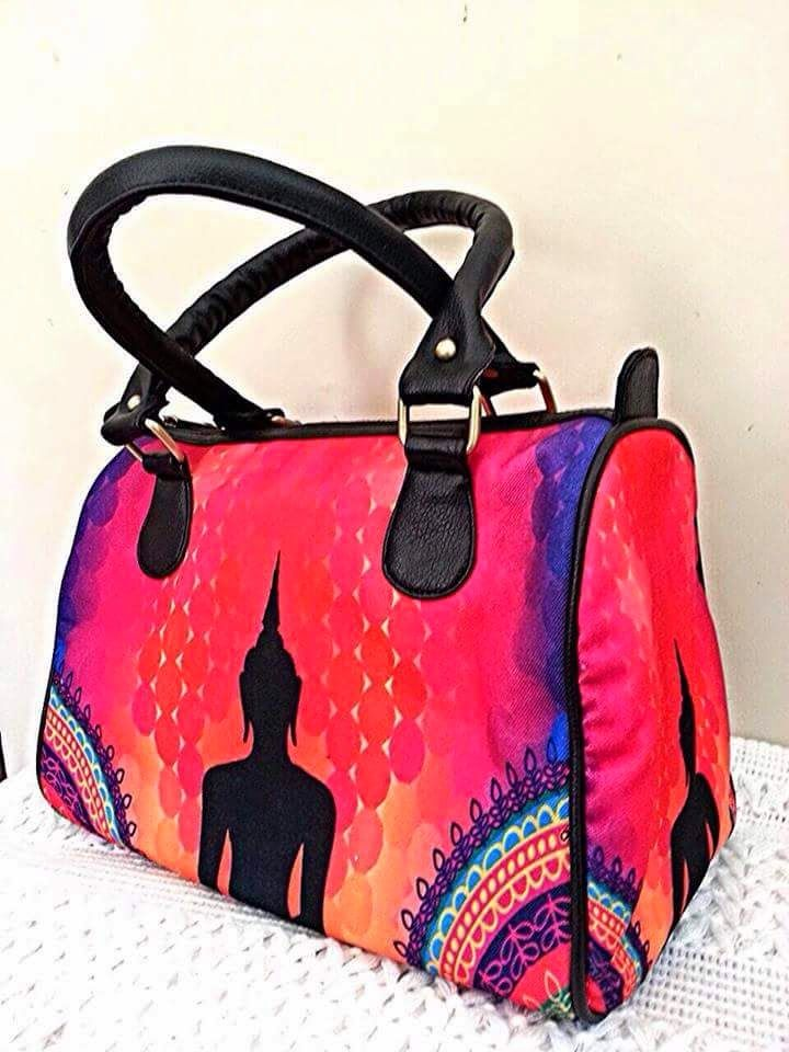 Digital print handbags on imported canvas with leatherette base n handles! Size:12x10 inches! Inside small zip pocket on one side and 2 open mobile pockets on other side!  How to order:  Send us a mail at thevincarosa@gmail.com or Inbox us on facebook with Product Code  #VincaRosa , #Digitalprints #Prints, #handbags