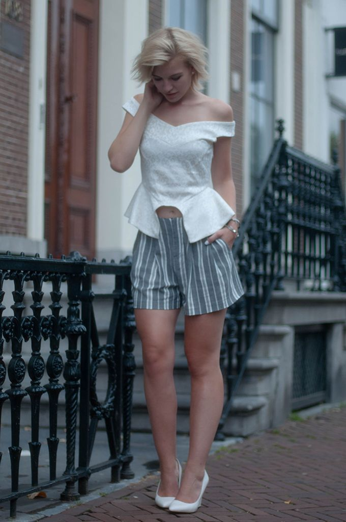 2bc8e636e5c RED REIDING HOOD  www.redreidinghood.com Fashion blogger wearing NLY Trend  soft V top peplum bustier nelly street style high waisted shorts zara skort  model ...