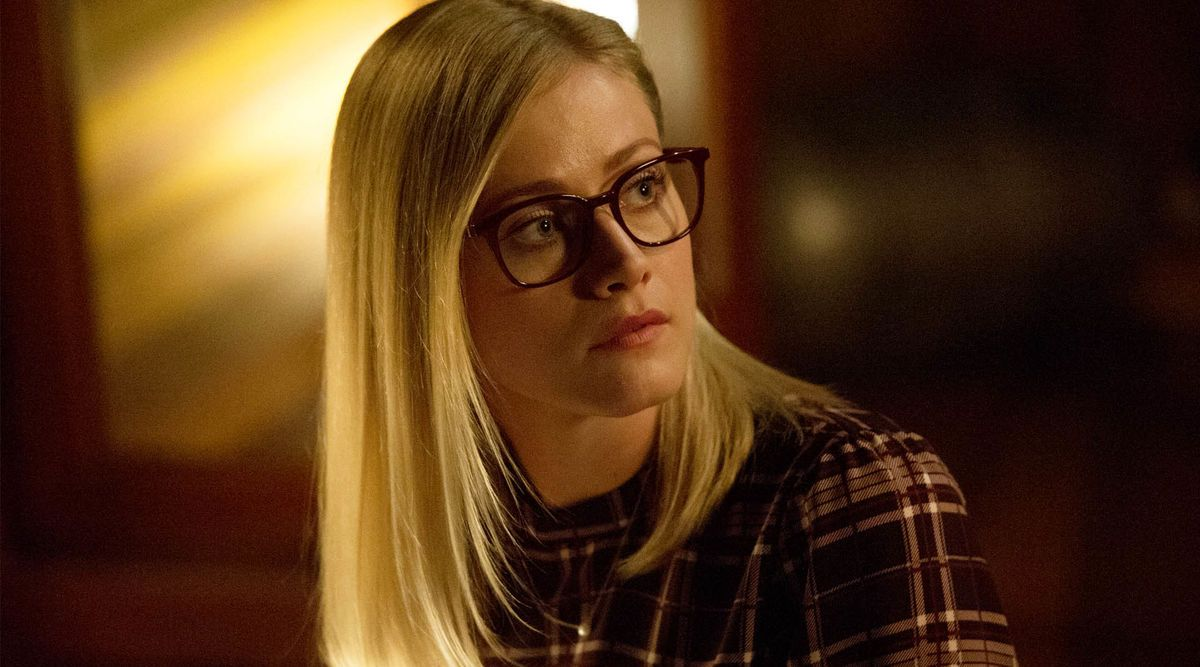 Olivia Taylor Dudley  As Alice Quinn  In The Magicians (syfy Chanel  Series 2015