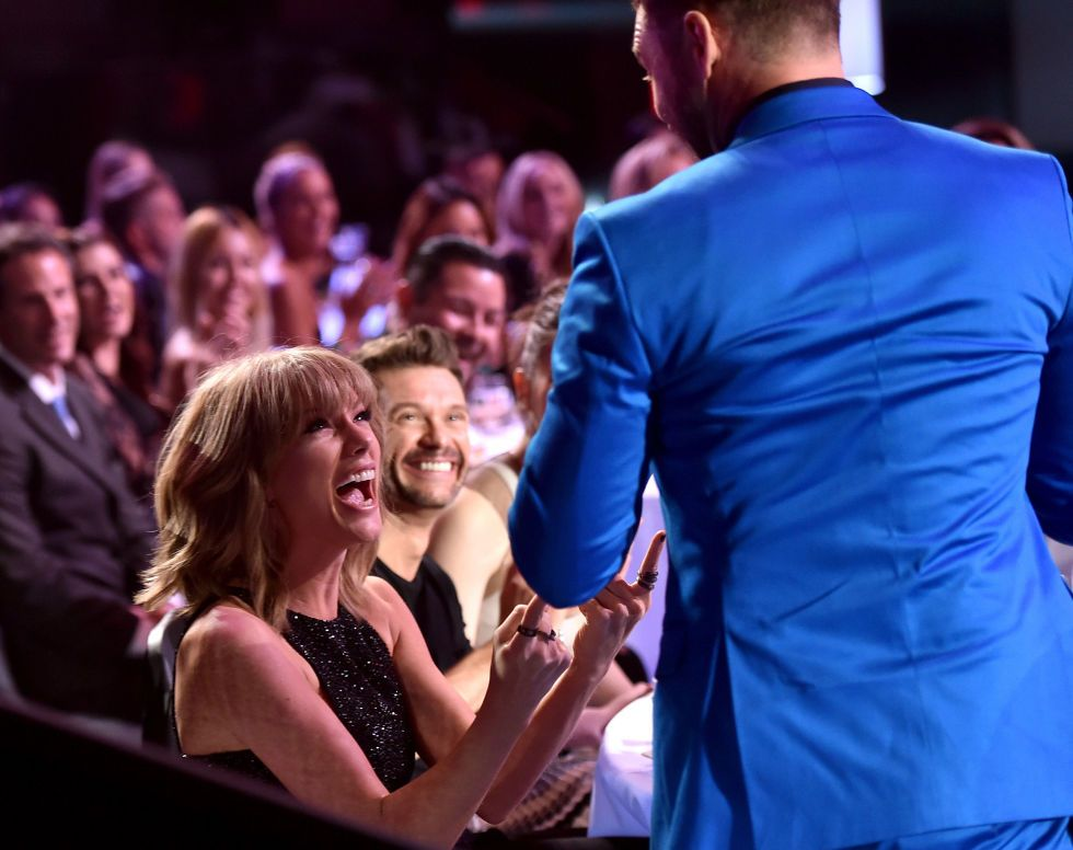 Guess who caused this epic Taylor Swift face at the iHeartRadio Music Awards?