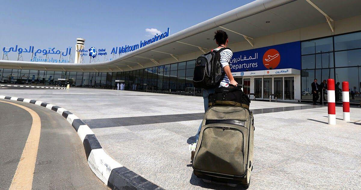 الإمارات تسمح للمواطنين والمقيمين بالسفر للخارج السفر تعبير عن السفر موضوع عن السفر للسياحة والسفر الج Dubai Airport Dubai Travel Dubai International Airport