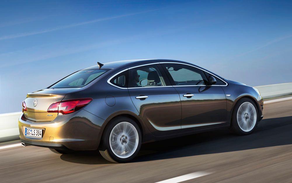 تندرج سيارة اوبل استرا 2018 تحت الجيل الحادى عشر من السيارة حيث تأتى السيارة بمحرك سعته 1600 سى سى و قوته 115 حصان Sedan Opel Automobile