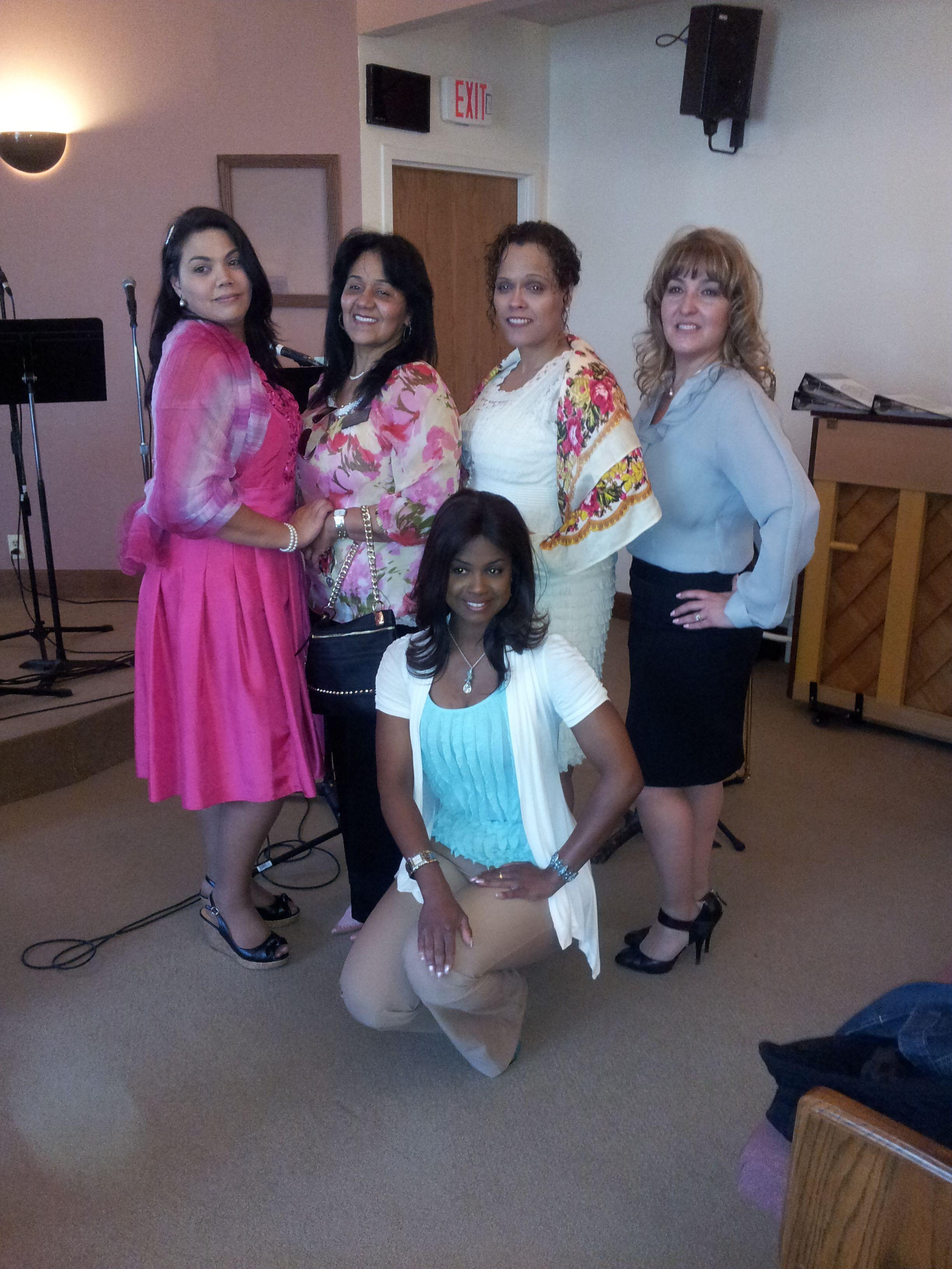 con las amigas de izquierda a derecha  Alisa, Ruth, Mimi, Sandra