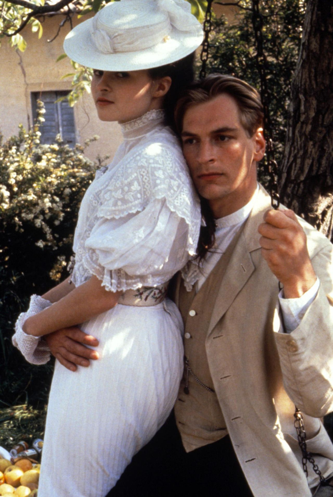 One Period Drama Production Still Per Day Helena Bonham Carter And Julian Sands In A Room Helena Bonham Carter Hollywood Costume Julian Sands