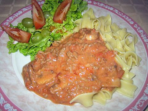 Juustoinen+jauheliha-tomaattikastike+ja+pastaa