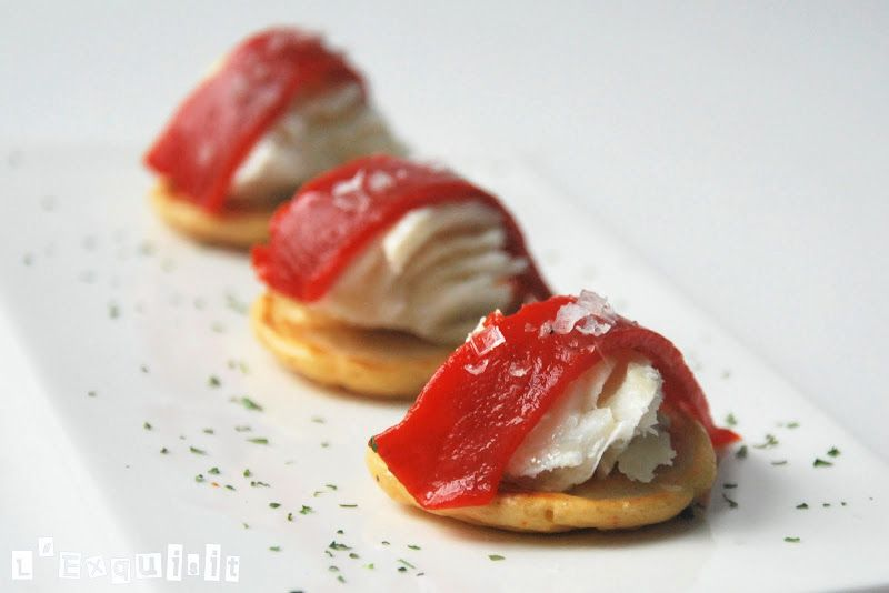 Mini blinis de tomate seco y bacalao confitado