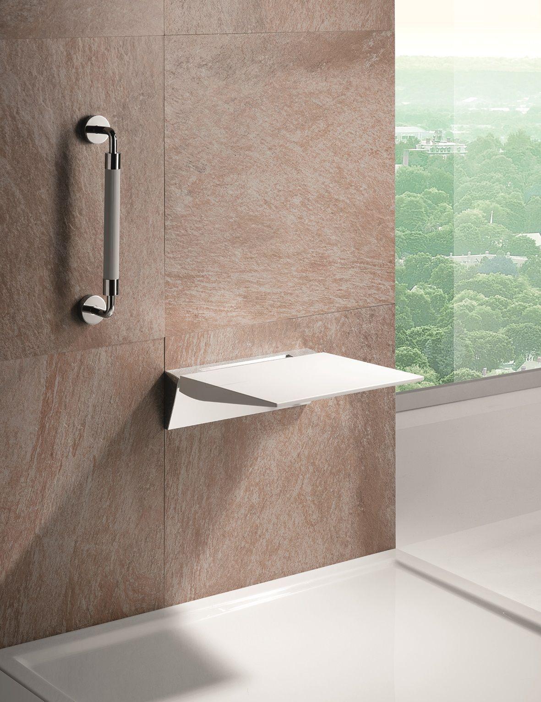 Zu Einem Barrierefreien Bad Gehort Eine Sitzgelegenheit In Der Dusche Besonders Praktisch Ist Es Wenn Der Sitz Weggeklappt In 2020 Duschsitz Barrierefrei Bad Dusche