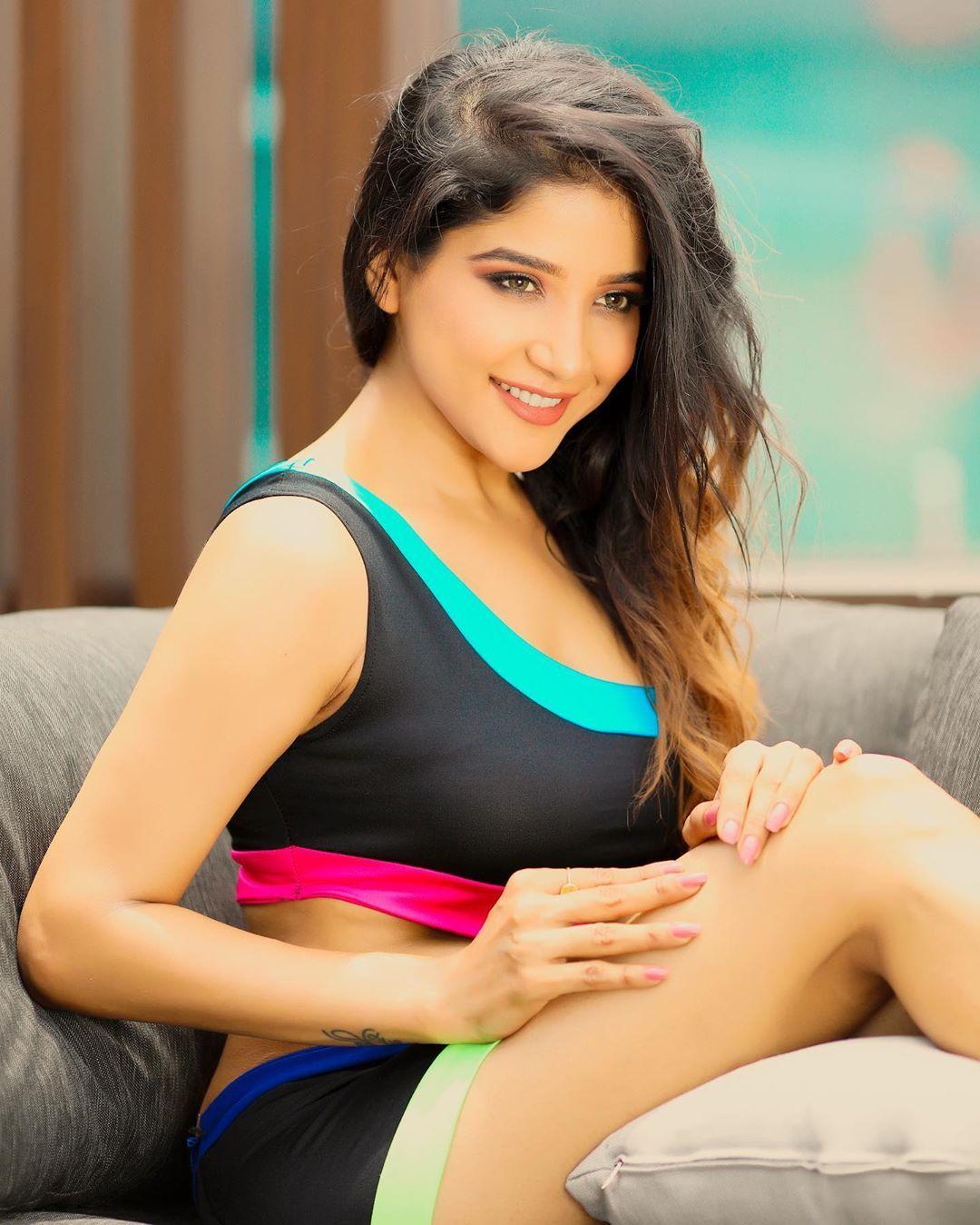 Sakshi Agarwal latest Bigg boss , Sakshi Agarwal Hot photos download Bigg boss actress Sakshi A… | Hollywood girls, Hollywood actress pics, Hollywood actress photos