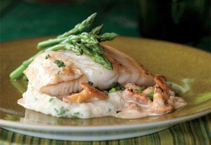 Filets de poisson, sauce crémeuse aux chanterelles