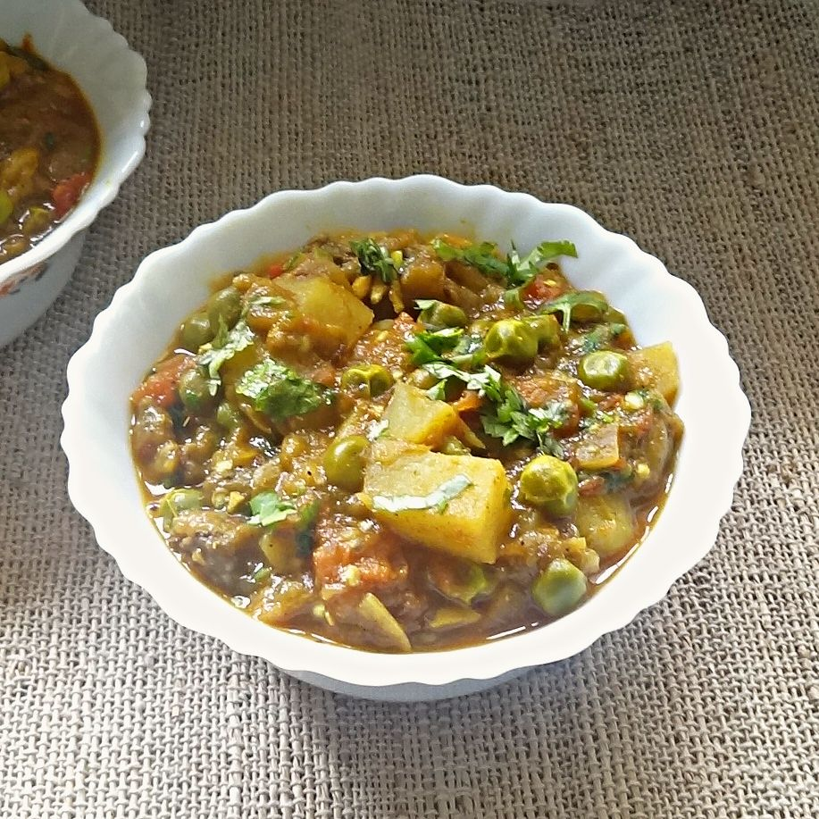 Eggplant potatoes and green peas curry recipe aloo baingan eggplant potatoes and green peas curry recipe aloo baingan matar ki sabji recipe green peas eggplants and curry forumfinder Image collections