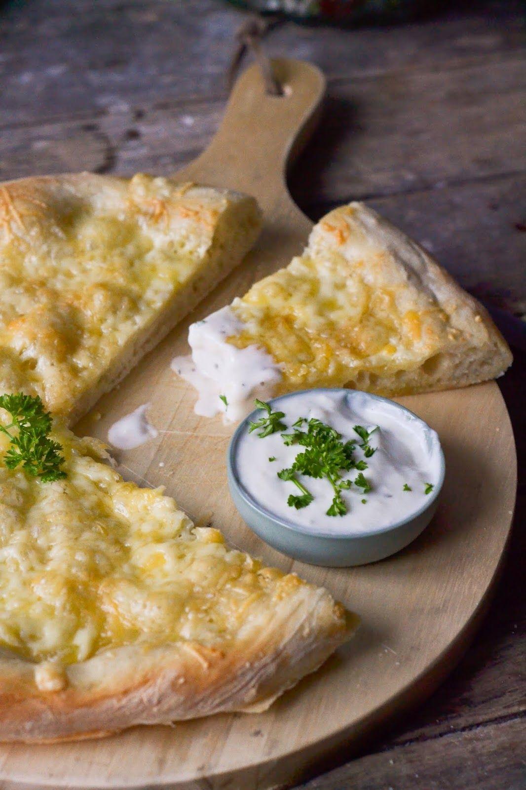 Christina macht was: Pizzabrot mit Käse #apfelrosenblätterteig