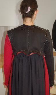 """Making a """"sjartetroye"""" Flå bunad with jacket called """"Sjartetroye""""  Foto: Vibeke Hjønnevåg http://home.online.no/~vi-hjoen/"""