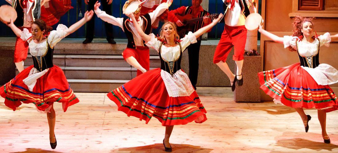 Tarantella dancers | Cultural Clothing in 2019 | Dance