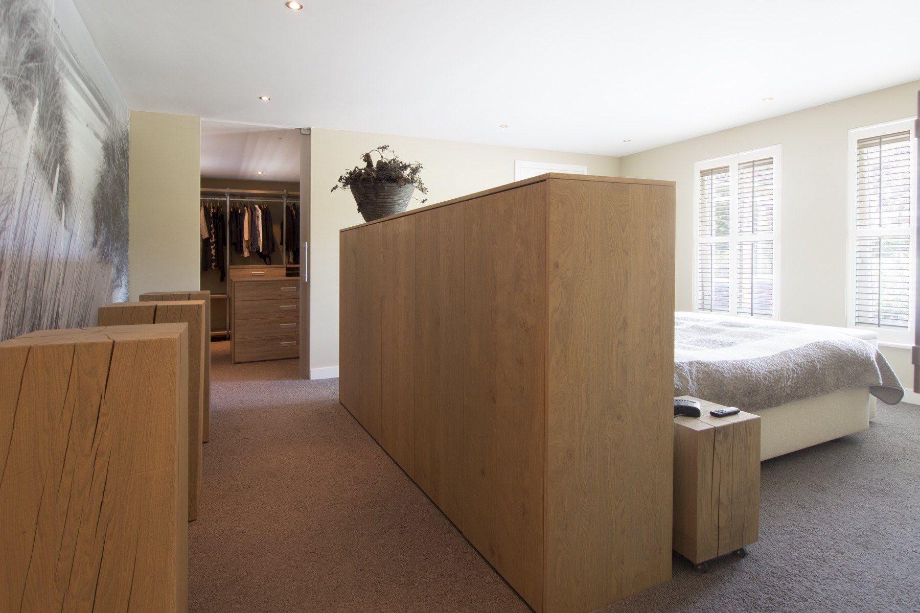 Slaapkamer met room divider en inloopkast | Woning: Master bedroom ...