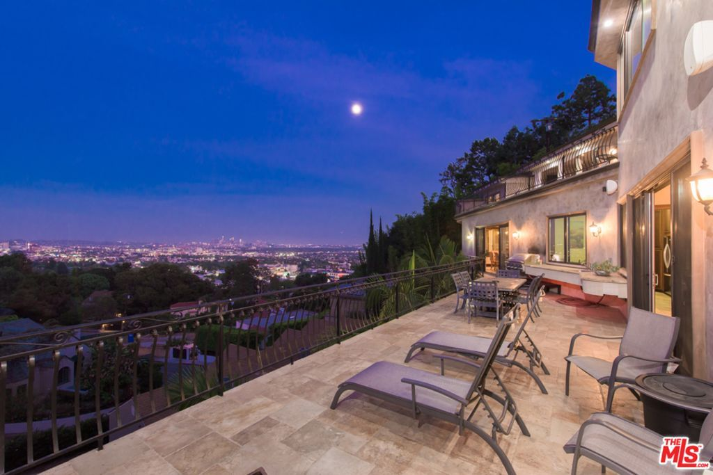 1650 Marlay Dr Los Angeles Ca 90069 Mls 18363532 Zillow Los Angeles Homes Hollywood Hills Real Estate