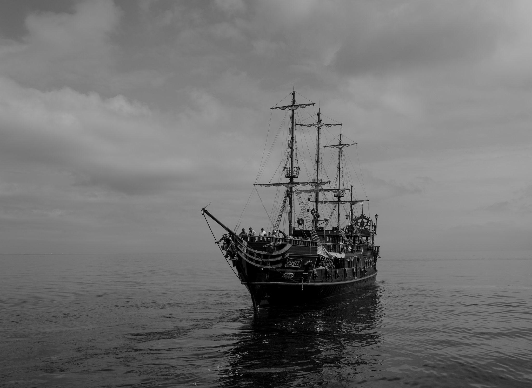 https://flic.kr/p/nAMvEh | Pirates and tourists