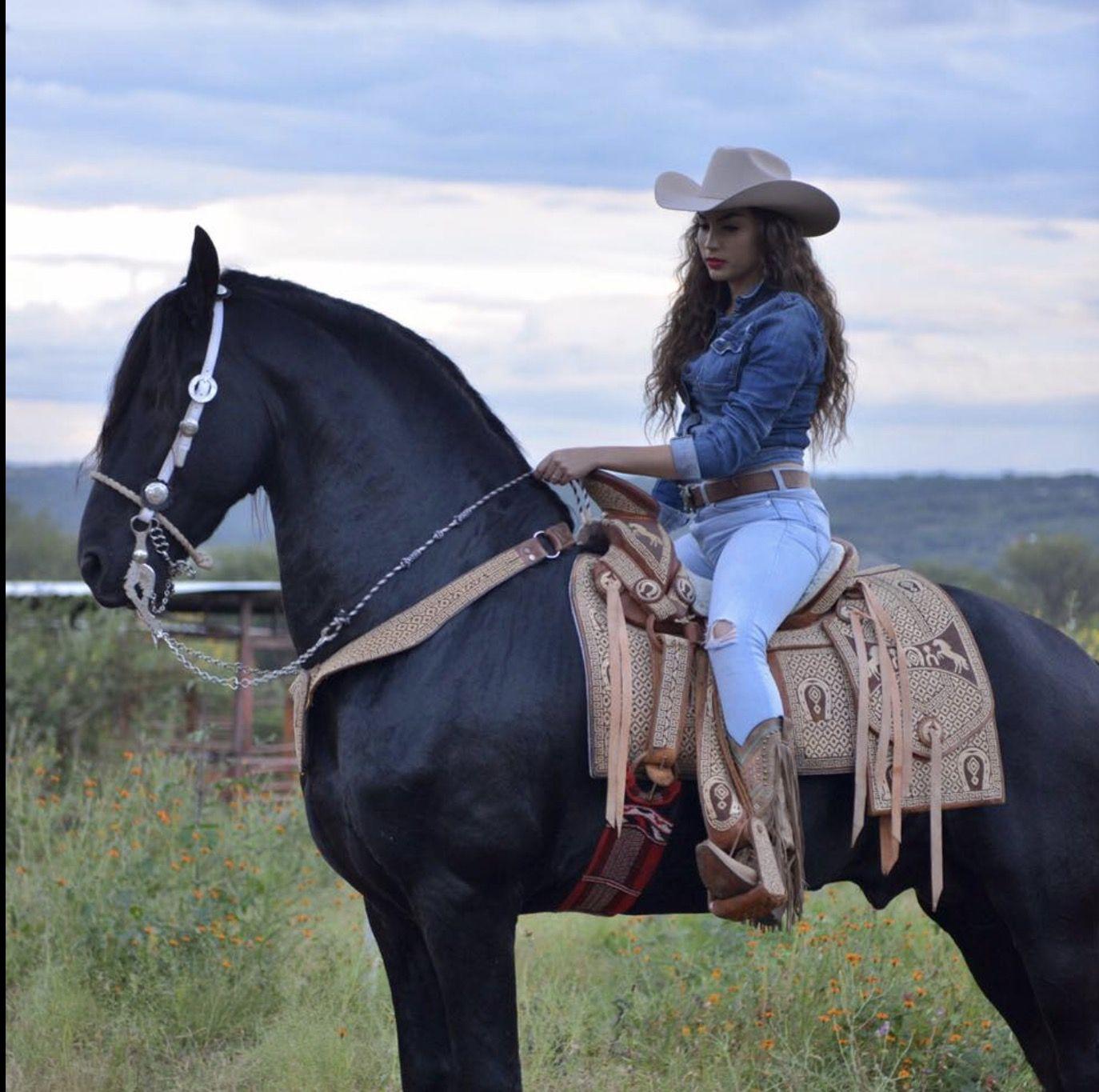 f2b31f1db531c  Vaquero  Estilo  Charro  Escaramuza  Rodeo  Vacas  Rancho  HombresVaqueros   MujeresVaqueras  RopaVaquera  Texana  Botas  Becerro  BullRanch   RoyalPalmHats